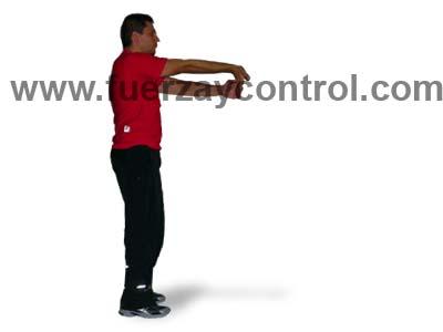 Estiramiento de bíceps extendiendo el codo y la muñeca