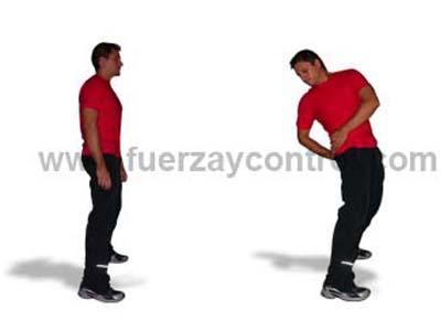 Estiramiento psoas ilíaco: De pie con rotación
