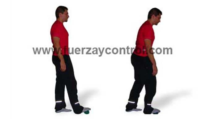 Ejercicio de relajación: Masajea los pies con una pelota de tenis