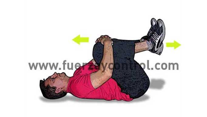 Ejercicios de relajación: Estiramiento espalda baja en postura agrupada tumbado boca arriba