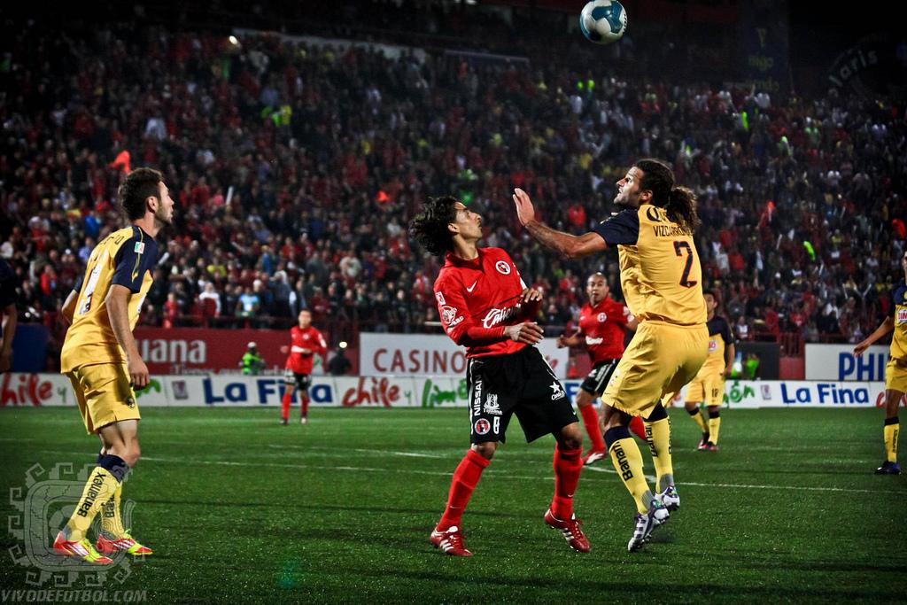 El control del balón de fútbol: Control con el muslo y con el pecho